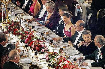 Guests and honourees join the Swedish royal family at the 2008 Nobel banquet in the Blue Hall