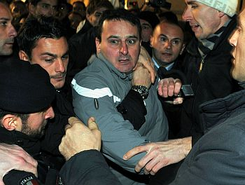 Police apprehend Tartaglia after Berlusconi was attacked in Milan