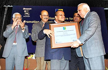 Siddharth gets the Helen Keller Award from Union minister Kapil Sibal
