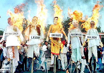 Protestors burn the effigies of BJP leaders, indicted by the Liberhan Commission Report, in Kolkata