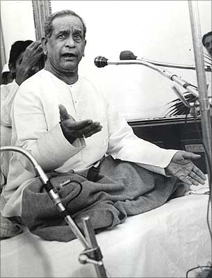 Pandit Bhimsen Joshi presents a music programme on the occasion of Nehru's birth centenary in 1998