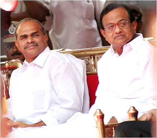 Andhra Pradesh CM Y S Rajasekhara Reddy (left), also attended the ceremony