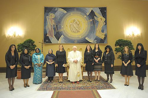 Pope with the wives of G8 leaders