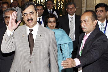 Gilani arrives with a delegation to meet his Indian counterpart