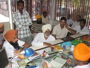 Farmers waiting to place orders at Kesar Singh Generator-wala