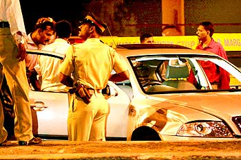 Police surround the car in which Kasab tried to escape