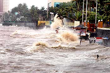 The high tide wreaks havoc at Dadar sea-face