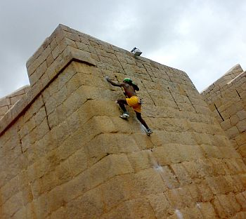 Jyoti Raju climbs the Chitradurga fort
