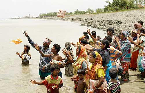 Villagers in Khulna wait for the food packets