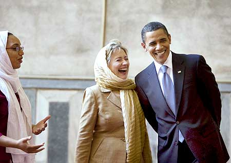 Obama and US Secretary of State Hillary Clinton tour the Sultan Hassan Mosque in Cairo