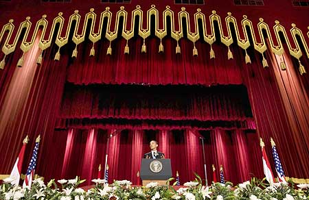 Obama speaks in the Grand Hall of Cairo University
