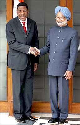 PM meets Benin prez Boni Yayi in New Delhi