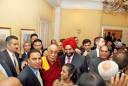 The Dalai Lama interacts with Indian Americans