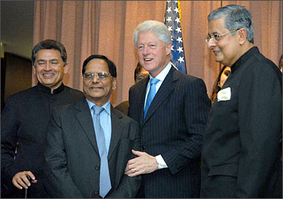 From Left, Rajat K Gupta, Dr Anji Reddy, Bill Clinton and Victor J Menezes