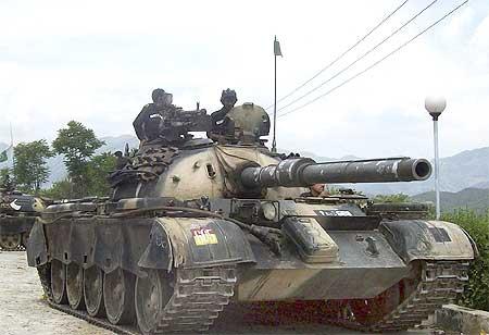 Pakistan tanks patrol Buner district in the Swat