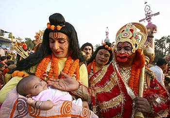 I disagree that the average Hindu is not changing that much, says Dalrymple