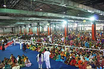 The audience at Goregaon public darshan