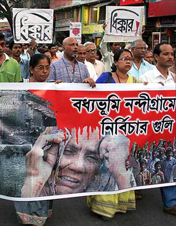 Intellectuals protest in Kolkata against violence in Nandigram.