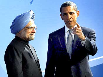 US President Barack Obama with Prime Minister Manmohan Singh in Pittsburgh, during the G-20 summit.