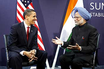 US President Barack Obama meets with India's Prime Minister Manmohan Singh at the G20 Summit in London