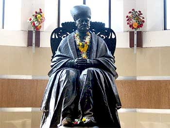 The statue of Sir Jamshedji Jeejibhoy at the hospital's entrance.