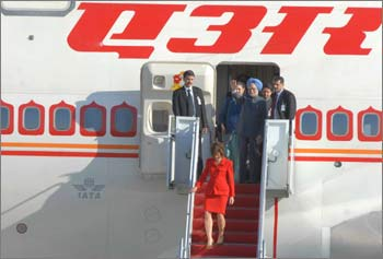 Prime Minister Manmohan Singh arrives at the Andrews Air Force Base at Washington DC