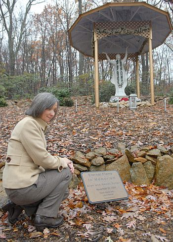 Kia at the site where the ashes of Alan and Naomi are placed