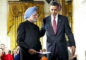 Obama welcomes Dr Singh to the White House
