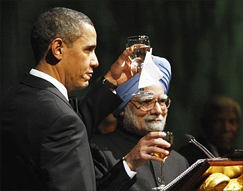 President Obama and Prime Minister Singh raise a toast to US-India ties at the state dinner