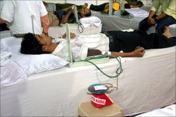 People donating blood at CST