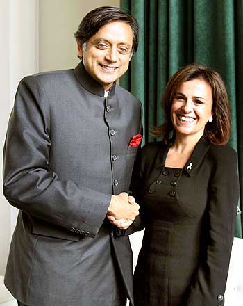 Tharoor with Vanda Guiomar Pignato, First Lady of El Salvador