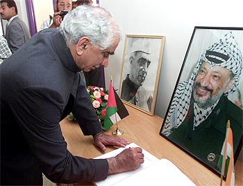 A file photograph of Jaswant Singh signing the guest book during his visit to Al-Azhar University in Gaza