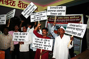 Protesters raise anti-SEZ slogans in Div, Raigad