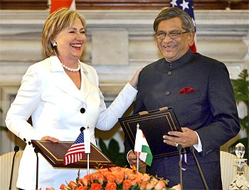 US Secretary of State Hillary Clinton with Foreign Minister S M Krishna in New Delhi