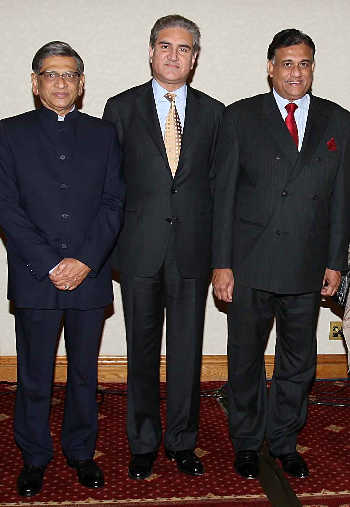 SM Krishna with Qureshi and Sri Lankan foreign minister Rohitha Bogoallagama