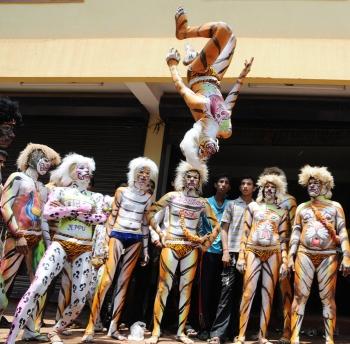 Pili Vesha dancers