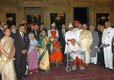 President Pratibha Devisingh Patil with the awardees at the Civil Investiture Ceremony-II at Rashtrapati Bhavan