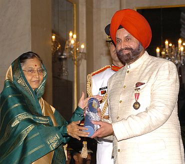 President Pratibha Patil presenting the Padma Bhushan Award to Sant Singh Chatwal