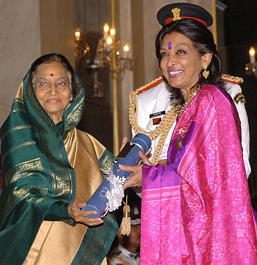President Pratibha Patil presenting the Padma Bhushan Award to Dr Mallika V Sarabhhai