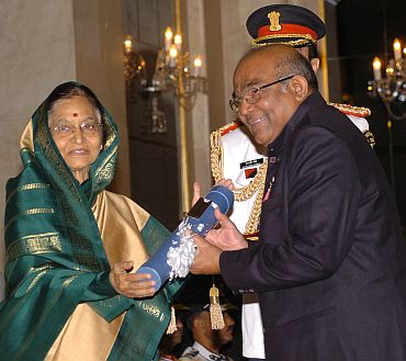 President Pratibha Patil presenting the Padma Vibhushan Award to Dr Yaga Venugopal Reddy
