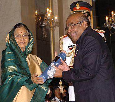 President Pratibha Patil presenting the Padma Vibhushan Award to Dr Yaga Venugopal Reddy