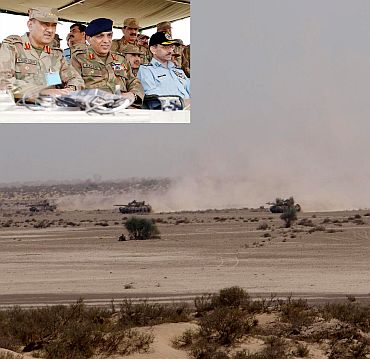 Pakistan Army Chief General Ashfaq Parvez Kayani and Chief of Air Staff, Air Chief Marshal Rao Qamar Suleman witnessing the exercise