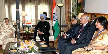 PM Manmohan Singh meets Bangladeshi Prime Minister Sheikh Hasina