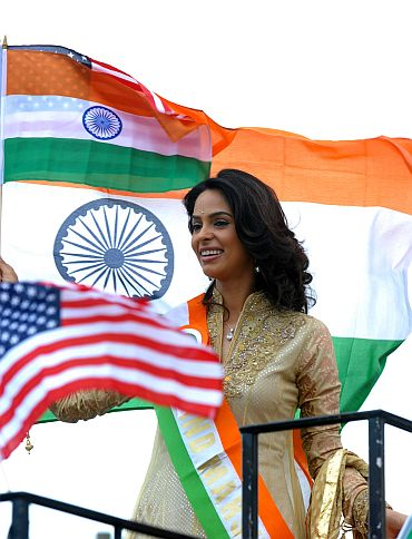 Mallika Sherawat waves to the New Jersey crowd