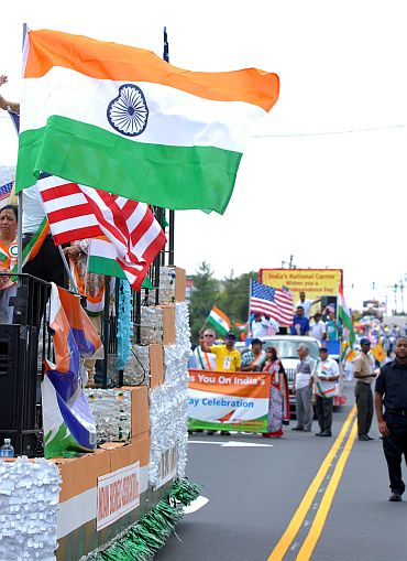 Mallika Sherawat glams up India Day parade