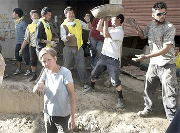 Foreigners join rescue operations