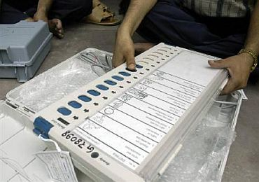 EVM hacking charges sets off political wrangling, EC files police complaint