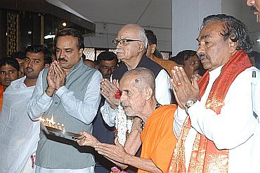 LK Advani and other senior BJP leaders ahead of the rally in Mysore