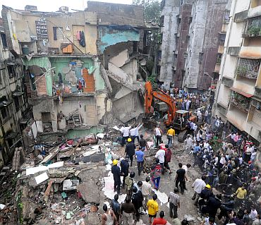 Building collapse in Thane, 10 dead
