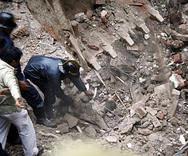 Did mild quake trigger collapse?